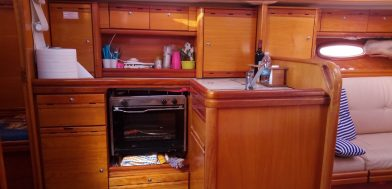 cucina Bavaria 37 cruiser