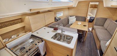 Elan E4 imbarcazione a vela demo dinette