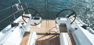 Elan E4 imbarcazione a vela demo pozzetto